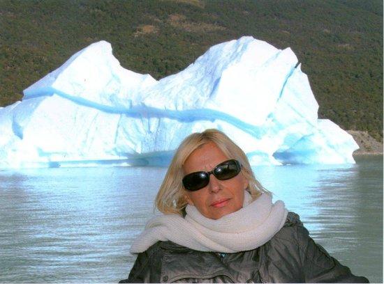 Estancia Cristina: Iceberg durante el viaje en barco
