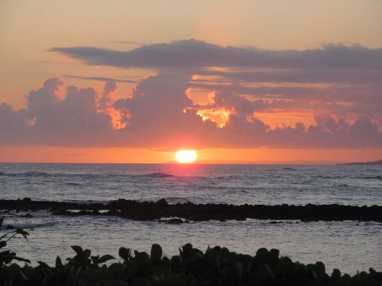 Marriott's Waiohai Beach Club : Sunset view from Waiohai's beach