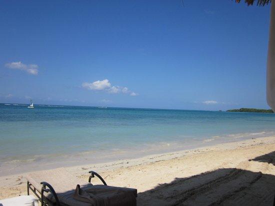 Sandals Whitehouse: clear beach