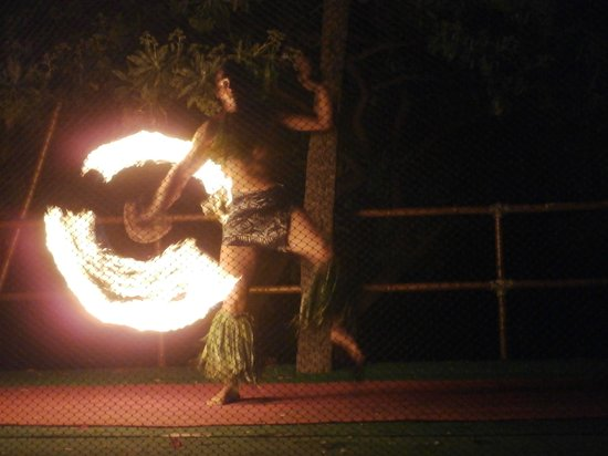 Royal Kona Resort Luau: Incredible fire dancer