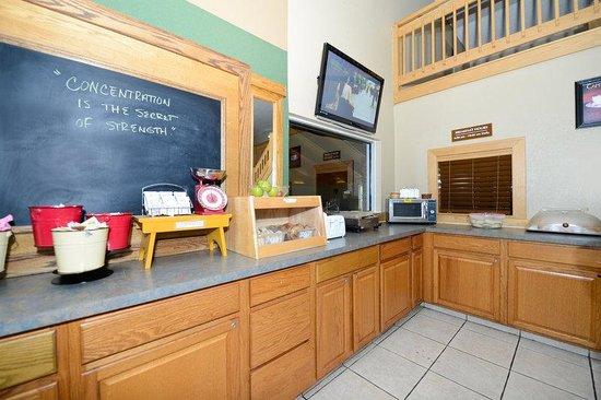 Americas Best Value Inn & Suites Flint Airport: Breakfast Area