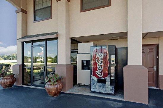 Americas Best Value Inn - Tyler/Lindale : Entrance