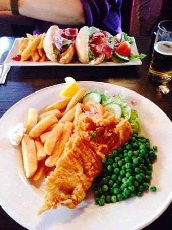 Ye Olde Pumphouse: Fish&chips + BLT sandwich