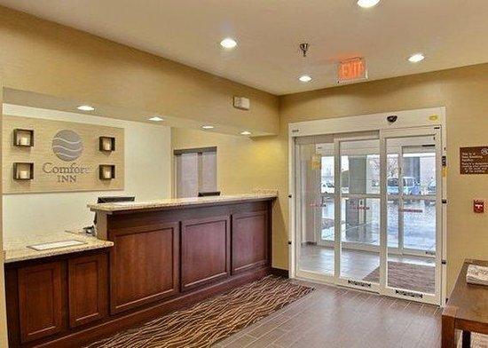 Comfort Inn East Wichita: Front Desk