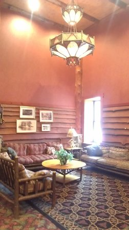 Six Flags Great Escape Lodge & Indoor Waterpark : lobby sitting area