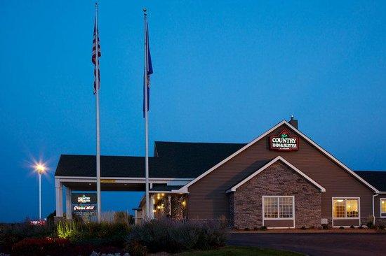 Country Inn & Suites By Carlson, St. Paul East: CountryInn&SuitesStPaulEast ExteriorNight