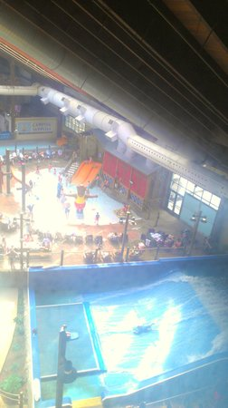 Six Flags Great Escape Lodge & Indoor Waterpark : views of the waterpark