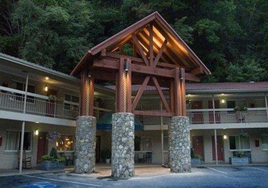 Econo Lodge Cherokee: Exterior