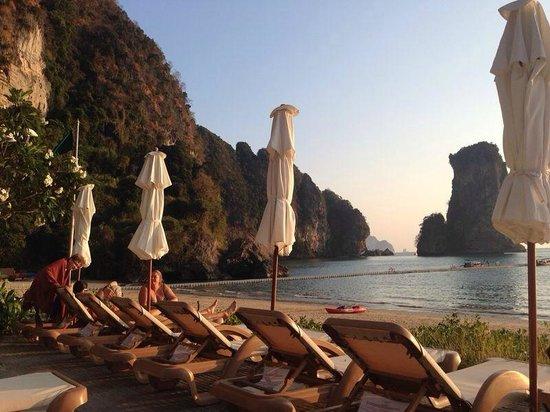 Centara Grand Beach Resort & Villas Krabi: beach side view