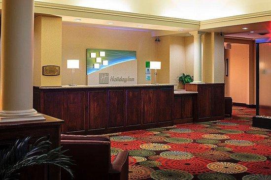 Holiday Inn Berkshires: Hotel Lobby
