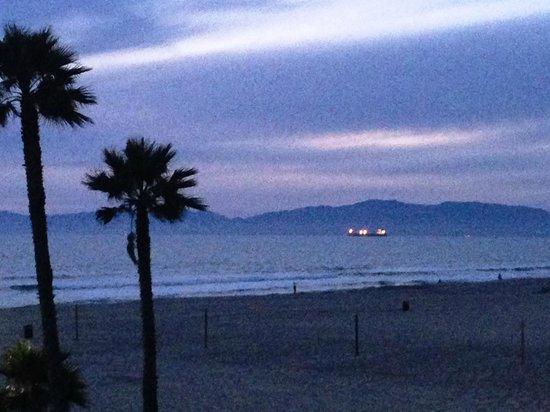 Beach House Hotel Hermosa Beach: Twilight view from balcony