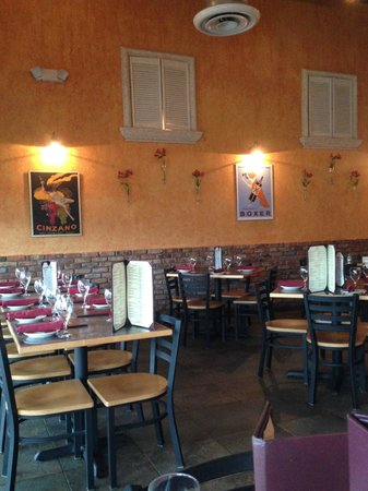 Tommy's Italian Restaurant: Inside
