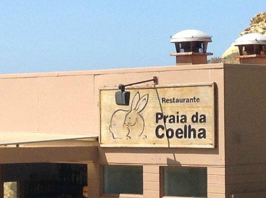 Praia da Coelha : Local Cafe at the beach