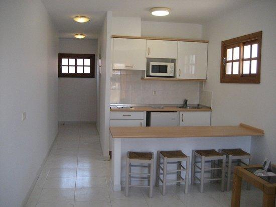 Suite Hotel Elba Castillo San Jorge & Antigua : kitchen/diner