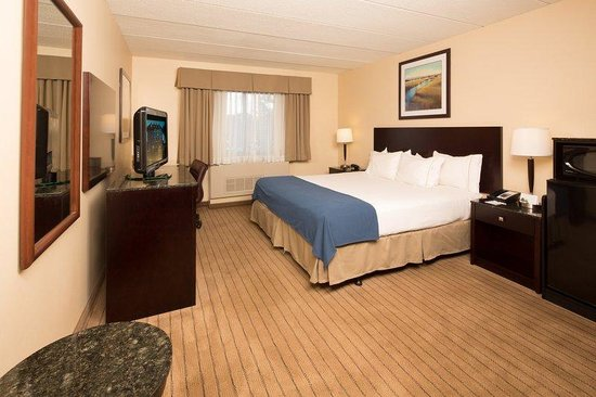 Holiday Inn Express Boston / Waltham: King Mobility Accessible Room