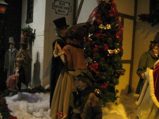 Macy's Philadelphia: Macy's christmas dickens village