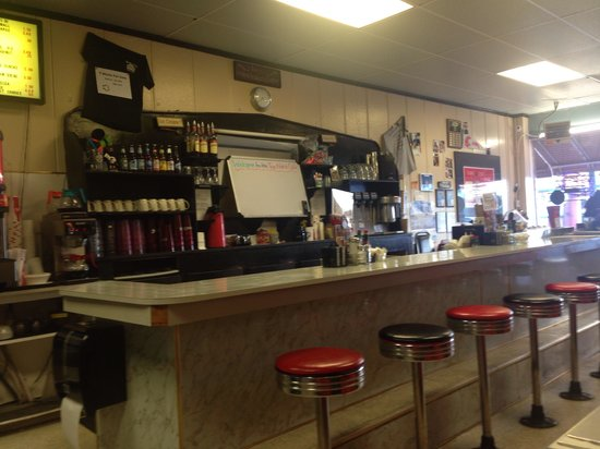 Top notch cafe: Sit at the bar or in a booth
