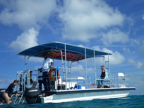 The Meridian Club Turks & Caicos: Best snorkel boat design ever!