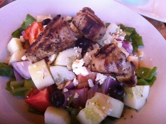 La Sirenetta Restaurant & Bar: Greek salad with fish but meanger meshed feta cheese