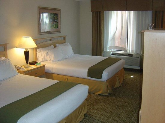 Holiday Inn Express Hotel & Suites Raleigh North - Wake Forest : Queen Bed Guest Room