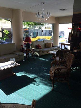 Hotel Cecilia: Hall