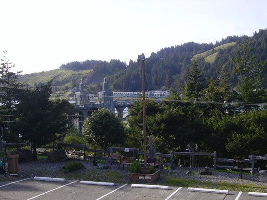 Motel 6 Gold Beach : Rogue River bridge from room