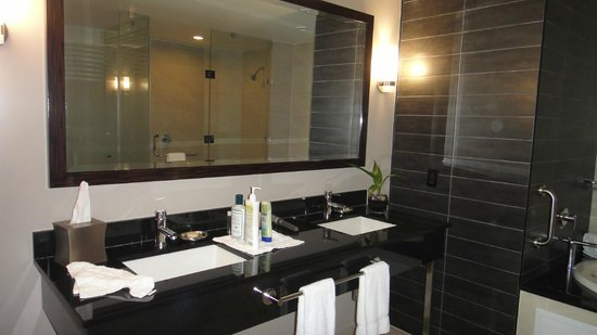 Wyndham Panama Albrook Mall: Doble lavabo