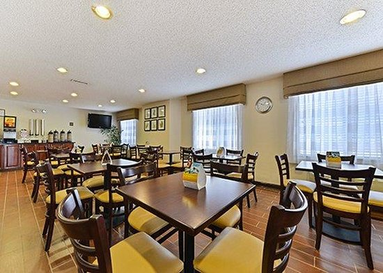 Sleep Inn & Suites : breakfast