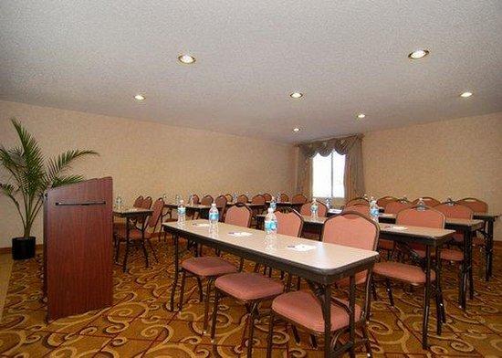 Sleep Inn & Suites: conference room