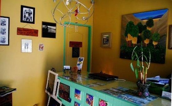 Harmony Motel: Front Desk
