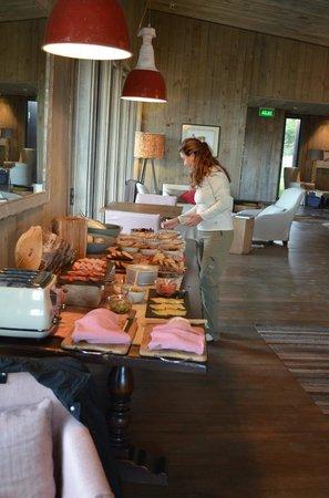 Awasi Patagonia - Relais & Chateaux: Desayuno. La bollería y el pan insuperables. La presentación muy cuidada.