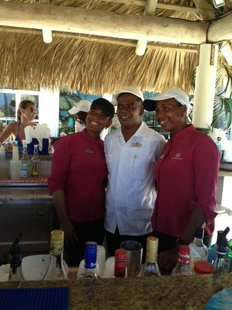 Majestic Elegance Punta Cana: Pool bar staff - Elegance Club