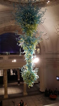 V&A  - Victoria and Albert Museum : Lamp