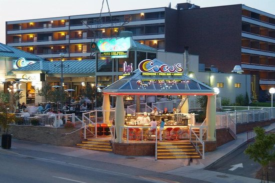 Holiday Inn Niagara Falls - By The Falls: Hotel Exterior