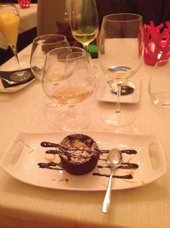 L'Acquario Degustazione: Tortino caldo al cioccolato aromatizzato all'arancia.