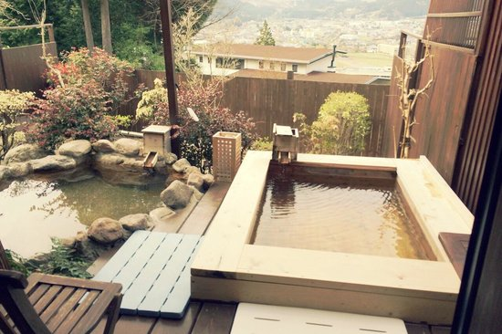 Yufuinsanso Waremoko: private onsen bath in your own room with city and mountain view
