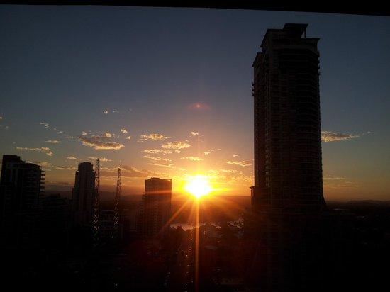 International Beach Resort: beautiful sunset view from floor 14