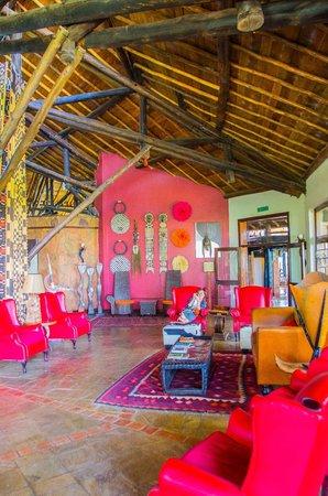 Ol Tukai Lodge: Foyer