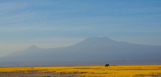 Ol Tukai Lodge: view of Kilimanjaro from just out side the hotel grounds
