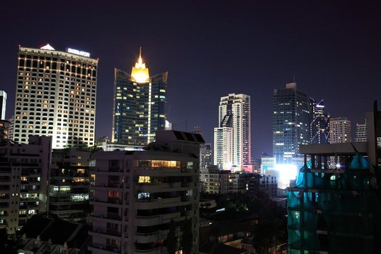 Centre Point Sukhumvit 10: 窓からの夜景