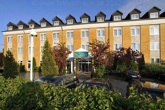 Quality Hotel Dresden West : Exterior