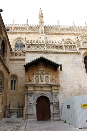 Catedral y Capilla Real: The front door