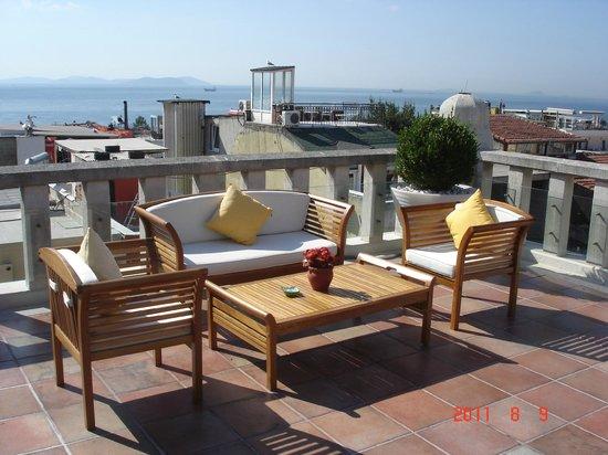 Four Seasons Hotel Istanbul at Sultanahmet: Terraza con vista a la ciudad.