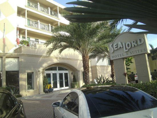 Sea Lord Hotel & Suites: fron to Sea Lord Hotel