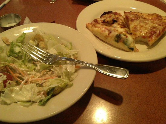 Old Chicago: salad and pizza