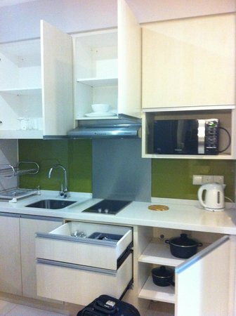 Citadines Uplands Kuching: Small but fully equipped kitchen