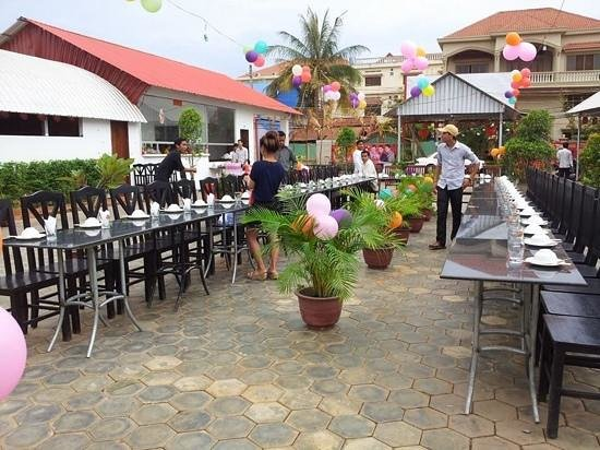 Apsara Centrepole Hotel: set up staff party