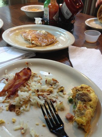 Embassy Suites by Hilton Flagstaff: Some of our breakfast!   Very good