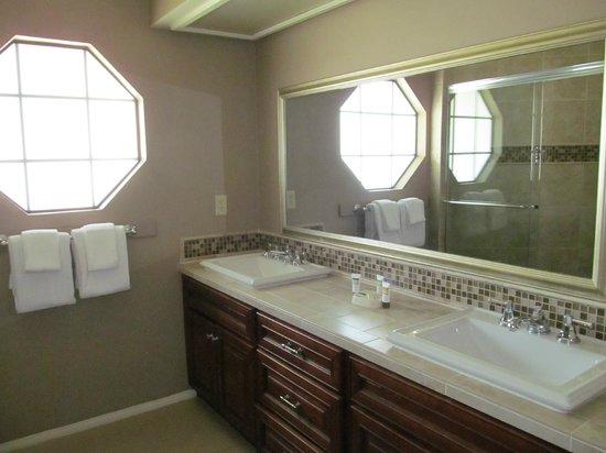 Welk Resort San Diego: 2nd Bedroom Bathroom