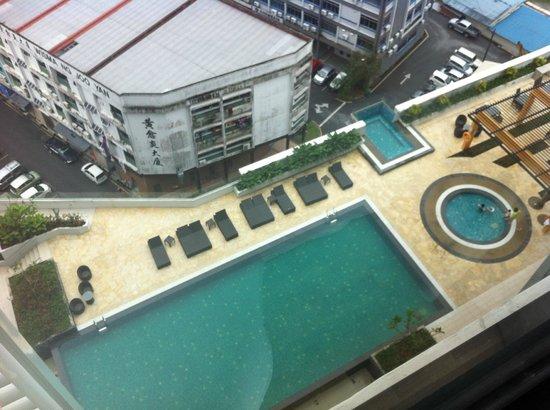 Citadines Uplands Kuching: Big outdoor swimming pool